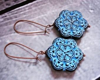 Big vintage bead earrings, sky blue and black. Large long earrings. Vintage lucite earrings. Blue flower earrings. Handmade jewelry fashion