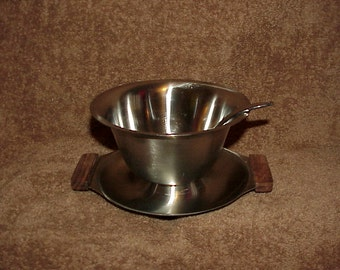 Vintage--Stainless Steel--Bowl With Attached Tray--Plus Matching Ladle/Spoon--Cranberry Sauce--Gravy--Unused