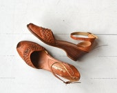 25% OFF.... Woven Peeptoe Wedges | vintage 1970s wedge sandals | woven leather 70s shoes 7
