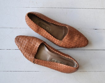 Basketwoven skimmers | vintage woven leather flats | slip on leather loafers 6.5