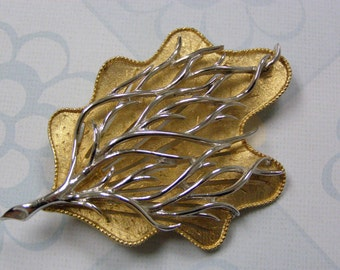 Beautiful CORO Large Vintage Leaf Broach Brooch Silver and Gold