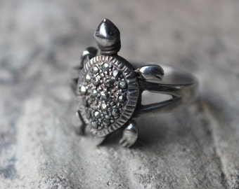 Turtle Marcasite Ring / Vintage Sterling Silver Ring / Moving Jewelry