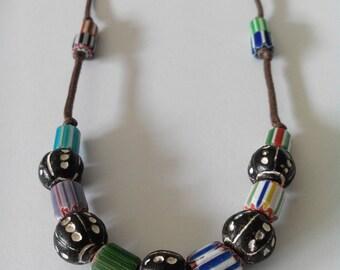 Collier perles de verre et terre cuite