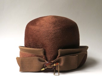Mid Century vintage Helios Brown Cloche Hat with Bow and Decorative Hat Pin / made in Italy / Styled by Coralie