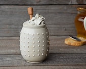 Stoneware Honey Jar with roses and pink dots in relief -MADE TO ORDER -  cream - Stoneware (grès)