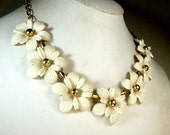 White Flower Linked CHOKER Necklace, With Gold Centers and Gold Adjustable Length Chain , Flower Power Vintage, 1960s Feminine