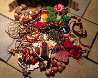 Small Flat Rate Box Full of Vintage Baubles, Bangles, and Beads (2)