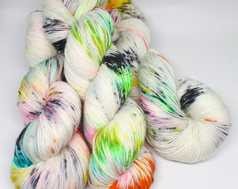 Hand Dyed Sock Yarn - Speckled Yarn - SW Sock 80/20 - Superwash Merino Nylon - 400 yards - Shock Star