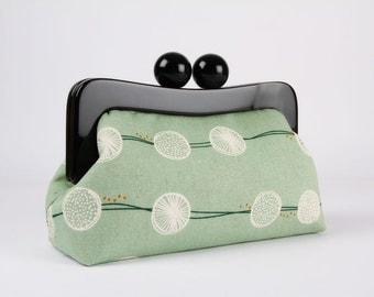 Resin frame clutch bag - Root crop on mint - Awesome purse / Black frame / Japanese fabric / White Corduroy green