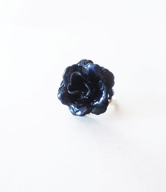 Midnight blue rose ring. Dark blue ring. Midnight blue ring. Blue flower ring. White lace ring. Dark romance. Blue white ring.