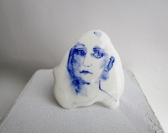 Koosje - Portrait of a girl - Hand painted porcelain brooch in blue and white Delft -  original Dutch Delft