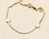 Gold Daisy Chain Bracelet
