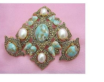 Sarah Coventry Remembrance Faux Turquoise/Gold Tone/Faux Pearl Brooch/Pin & Earrings SET