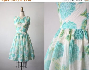 30% OFF SALE 50s dress / 1950s blue roses dress