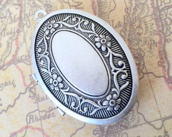 Victorian Style Oval Locket, Floral Pattern, Matte Antique Silver, 22x30mm, Made in USA