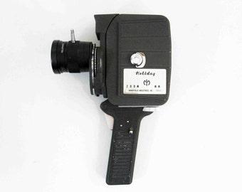 Vintage Mansfield Zoom Holiday 8mm Movie Camera. Circa 1950's.