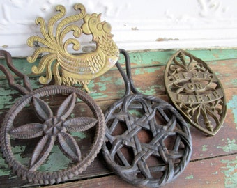 Antique Lot 4 Trivets Cast Iron/Brass SAD Iron Flower Pie rooster Best on Earth