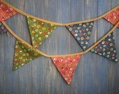 Classic Bunting. This is a lovely vintage inspired floral strand which is 3m long.