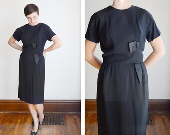 1950s Black Fitted Dress with Satin Bow - M/L