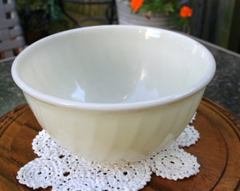 Beautiful and Vintage 1950s Fire King, Ivory or Cream Color, Swirl Pattern Mixing Bowl