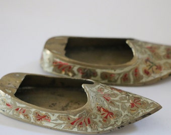 Vintage pair of brass shoe ashtrays from Inda decorative
