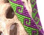 Friendship bracelet with tidal wave pattern in green and purple