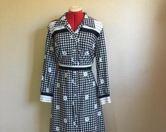 Vintage Black And White FLORAL HOUNDSTOOTH Dress / 60s Black And White Pattern Dress  / Womens Large