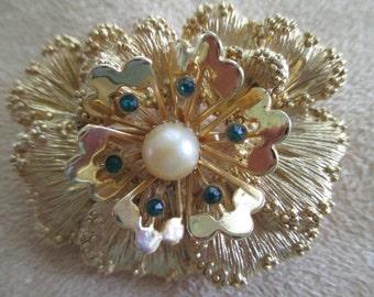 Vintage costume jewelry  /  sarah covflower brooch with pearl  / rhinestones