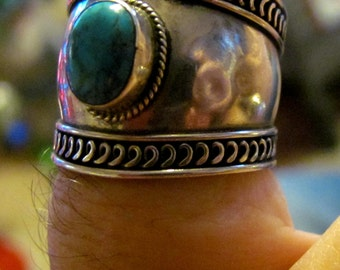 Vintage Designer Size 9 Wide Banded Silver and Turquoise Ring
