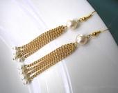 MINIMALIST PEARL Earrings, Gold Chain, Dangle Earrings, Upcycled Jewelry, Delicate Pearl Earrings, Boho, Dainty, Tiny, Bridal, Handmade