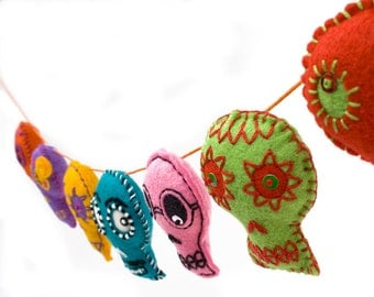 Day of the Dead Sugar Skull Garland, Mexican folk art skull bunting, colorful embroidered felt Halloween decorations