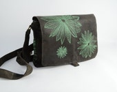 Green leather shoulderbag with green print