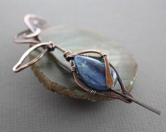 Leaf design shawl pin, scarf pin with flashy blue kyanite briolette stone - Fibula