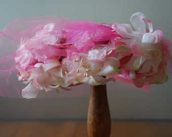 vintage midcentury floral fascinator/ mini hat - w/ hot pink netting