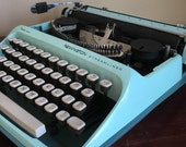 Vintage Remington Sperry Rand Streamliner Typewriter. See Description.