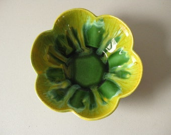 Vintage Royal Haeger petal bowl Green and yellow bowl
