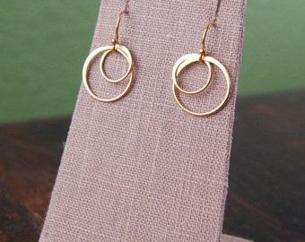 Large gold entwined circle earrings, gold earrings, gold circles, hoop earrings, two circles, interlocking circles, circle links, bridesmaid