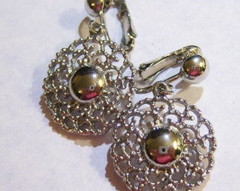 vintage silver tone dangle and drop clip on earrings 615C4