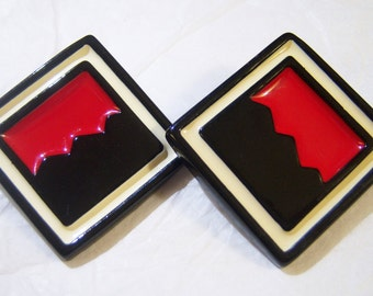 large diamond shaped black, red and off white pierced vintage earrings 1215E