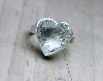 Rough Pale Blue Aquamarine Heart Ring Silver Primitive Boho Romantic Love Valentine's Day Gift for Her March Birthstone Gift Aqua - Herzblau