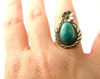Turquoise Flower Ring - Sterling Silver - Native American - Vintage Jewelry