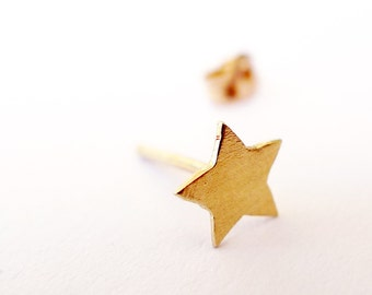 14K Asymmetric Gold Star Stud. Eco Friendly Star Earring. Unisex Man and Woman. One Gold Star Stud. Recycled Hand Cut Designer Earring.