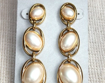 sale Vintage MARVELLA Oval Pearl Bead Earrings