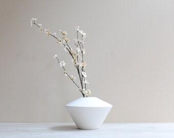 Vintage White Pottery Vase / Simple Modern Flower Vase