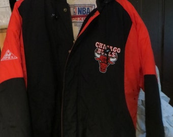 NBA OFFICIAL Product  by Apex  one  Chicago Bulls winter hooded  Jacket size  L VINTAGE