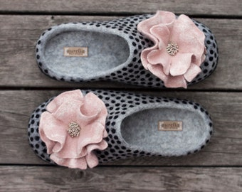 Grey felted slippers with dusty pink flowers wool slippers rose women home shoes woolen clogs black polka dots slippers Christmas gift