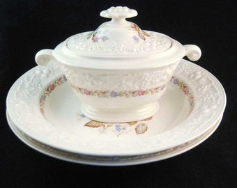 Homer Laughlin Theme #TH20 Covered Sugar Bowl & 2 Bowls Pink Roses Circa 1939