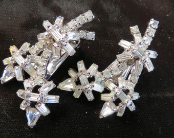 Hollywood Regency 50's Rhinestone Layered Awesome Clip Earrings