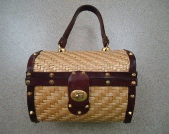 Vintage Basketweave Wicker Purse - Straw Handbag