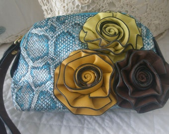 Feminine Floral Durable Vinyl Wrist Clutch Purse